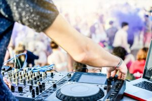 Creating Experiences At Events Through Entertainment